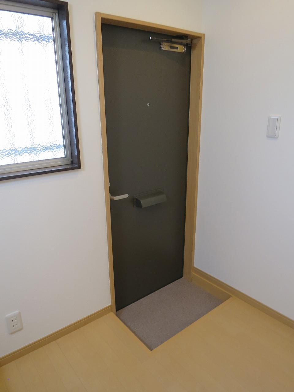 玄関扉も交換済